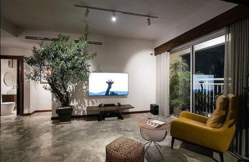 Căn hộ chật hẹp bỗng đẹp miễn chê nhờ thiết kế nội thất thông minh - Ảnh 1.